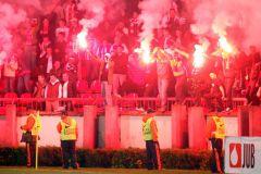 40 полицейских пострадали на матче в Сербии