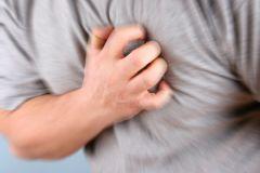От слабого рукопожатия до болезней десен: 10 малоизвестных факторов риска болезней сердца