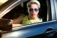 80% женщин за рулем выглядят в собственных глазах красивыми