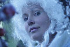 В новогоднюю ночь можно позволить себе яркий и даже дерзкий макияж