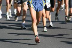 Во время марафонского бега лучше всего пить обычную воду с сахаром