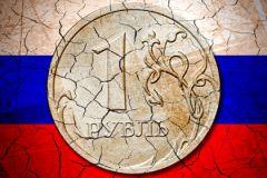 Курс рубля продолжает нервировать россиян