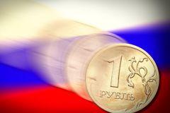 Рубль вновь стремительно дешевеет