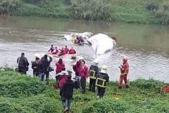 Спасательная операция после крушения самолета на Тайване