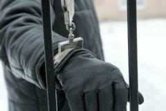 Экстремист должен сидеть в тюрьме.  Но не всякий пойманный является таковым