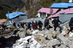 Спасатели уже не надеются обнаружить под завалами живых людей