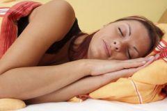 Сон на боку обеспечивает дополнительную защиту от болезни Альцгеймера