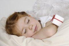 Летом ребенку нужно больше уставать за день, чтобы он нормально высыпался