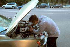«Опять на заводе перемудрили... Двигатель, что ли, лопнул?»