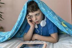Из 45% любителей проверить телефон ночью почти все заходили в соцсети, 75% слушали музыку, 57% смотрели фильмы