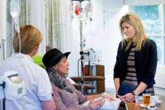 Эксперты рассказали, какие темы лучше не поднимать в разговоре с больными раком