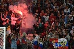 """Беспорядки, устроенные фанатами из РФ, связали с """"гибридной войной"""" Кремля"""