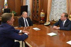 Владимир Путин на встрече с Сергеем Ивановым и Антоном Вайно