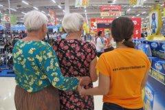 Жертвам болезни Альцгеймера нужна поддержка родных, даже если они их уже не узнают