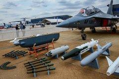 Палата представителей в США согласилась дать Украине летальное оружие