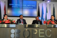 Страны ОПЕК и Россия договорились не только заморозить, но и сократить добычу нефти
