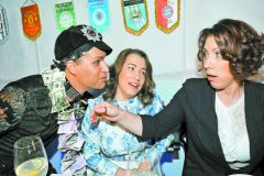 Роза Сябитова с дочкой Ксенией и Гогеном Солнцевым