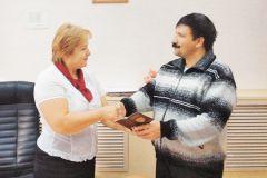 Особому гражданину паспорт вручила лично начальник отдела УФМС
