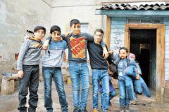 Дети беженцев предоставлены самим себе