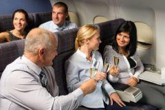 Пассажиры выпивают