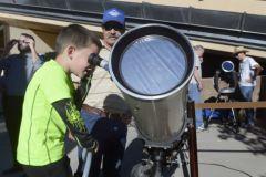 Небольшой астероид можно будет увидеть в телескопы, когда он окажется на расстоянии примерно в трое большем, чем Луна