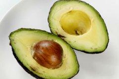 Авокадо в тропиках много и стоит оно гроши