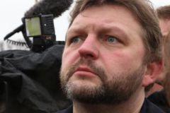 Вид места преступления, усыпанного цветами в память о Немцове, глубоко поразил Никиту Белых