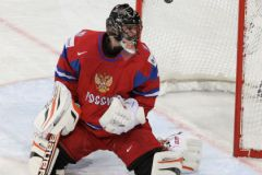 Илья Брызгалов пропускает очередную шайбу...