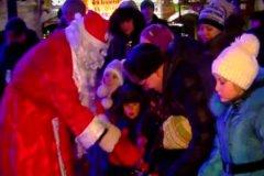 Похоже, в Новый год Дед Мороз приходит не только (и не столько) к детям, сколько к чиновникам