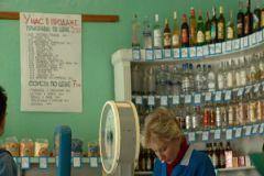 Разиет Натхо надеется, что взрослым будет стыдно покупать алкоголь по паспорту