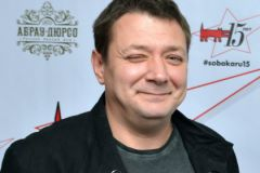 "Ян Цапник: На съемках ""Горько! 2"" мне в гроб положили бутылку с водкой на всякий случай"