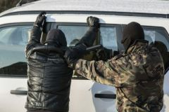 Одна из машин грабителей была окрашена под полицейскую