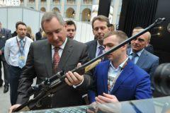 Дмитрий Рогозин (с оружием) зол на растратчиков