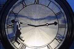 Шесть регионов РФ перевели стрелки часов на час вперед