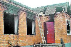 Один из подожженных домов в Ачхой-Мартановском районе Чечни