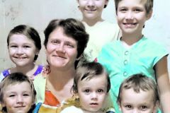 Многодетная мать Светлана Давыдова вернулась обратно к своей семье