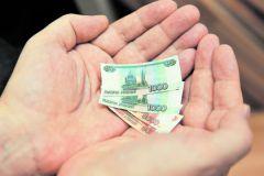 """Зарплаты у чиновников урежутся, а вот """"чаевые"""" останутся"""