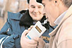 Сотрудники ГИБДД предлагают автомобилистам дышать в трубочку без понятых, видеозаписи