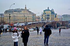Весь день 28 февраля Большой Москворецкий мост, где ночью убили Бориса Немцова, был запружен людьми, пришедшими почтить память политика