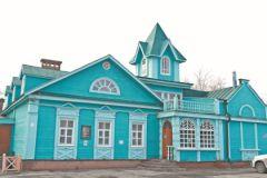 В центре города много домов, которые выглядят так, какими были в XIX веке