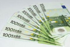 Курс евро, по прогнозам экспертов, может к концу года сравняться с долларом