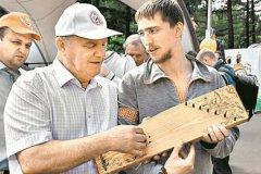 Сергей Горчаков и вип-покупатель Геннадий Зюганов