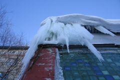 Из-за неубранных крыш за две недели в Кирове один ребенок погиб, а другого покалечило