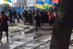 Толпа, бегущая от взрыва