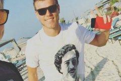 Кокорин в футболке с портретом известного южноамериканского наркоторговца Пабло Эскобара