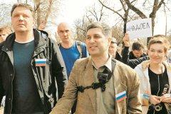 Шествие на Ильинку, 23, возглавил Марк Гальперин (в центре)