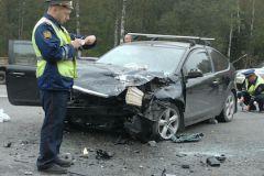 Водитель автомобиля Ford столкнулся с движущимся впереди ВАЗ-2115