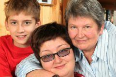 Татьяна Устинова с сыном и мамой