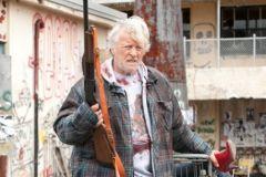 Актер Рутгер Хауэр в боевике «Бомж с дробовиком»