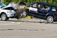 Столкновение автомобилей лоб в лоб